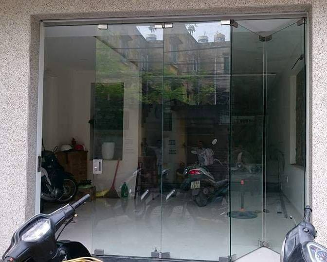 cửa kính xếp trượt mẫu 1