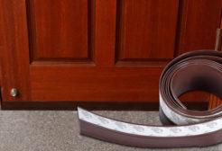 Gioăng dán khung cửa gỗ cho cửa bị hở